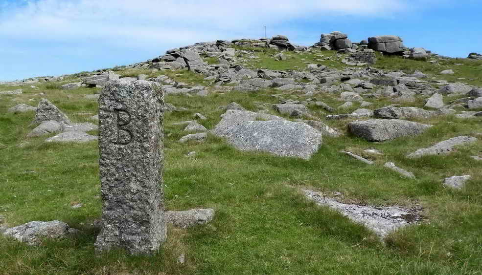 Duke of Bedford stone, approaching Roos Tor
