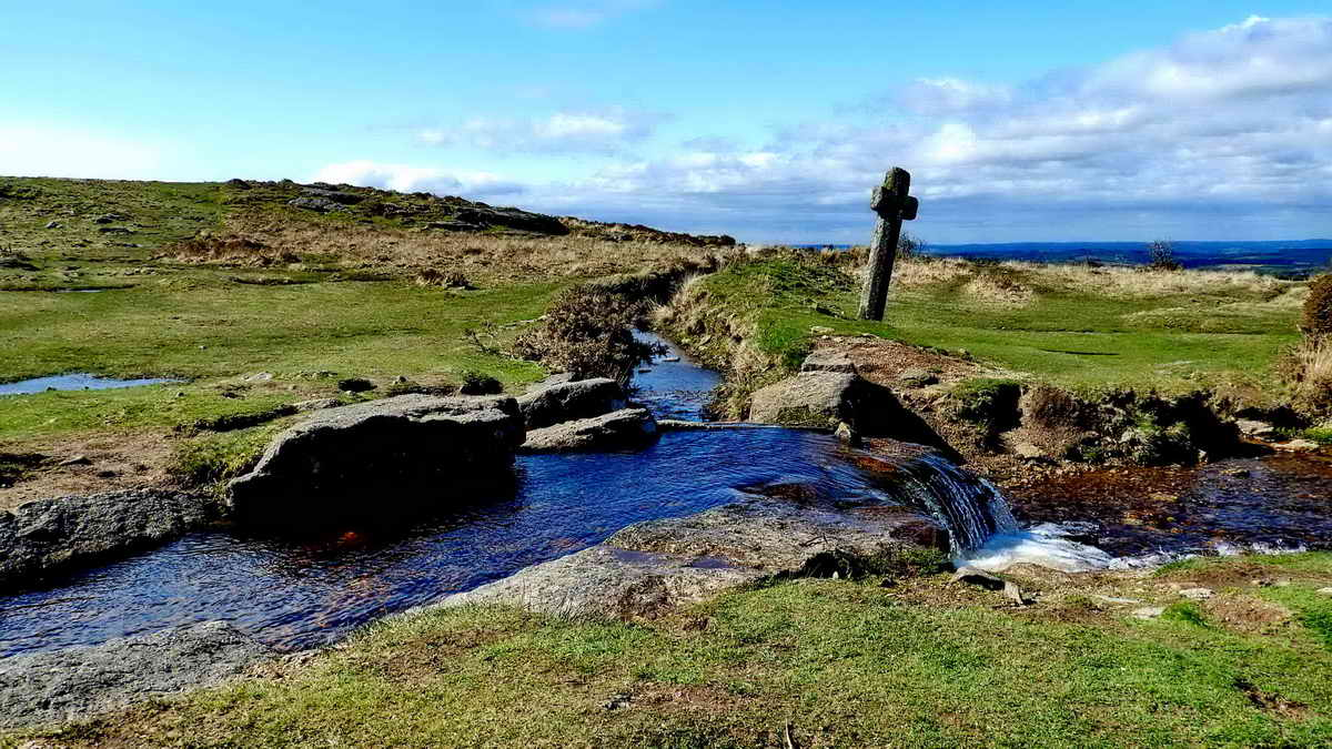 Windypost Cross (Beckamoor Cross) and the Grimstone & Sortridge leat