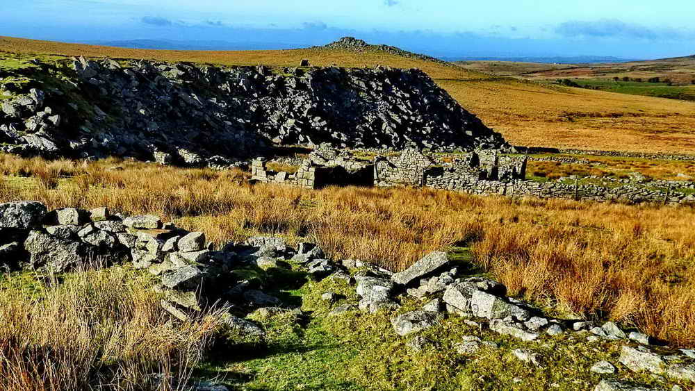 The ruins of Hill Farm aka Eva's Farm with Big Tip and King's Tor behind