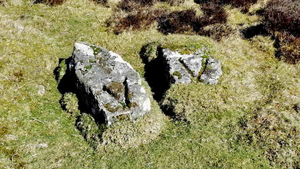 The mysterious V stones
