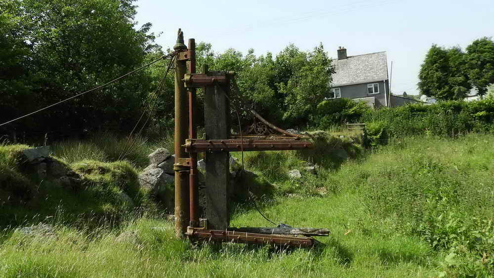 Old Dousland railway crossing gate mechanism