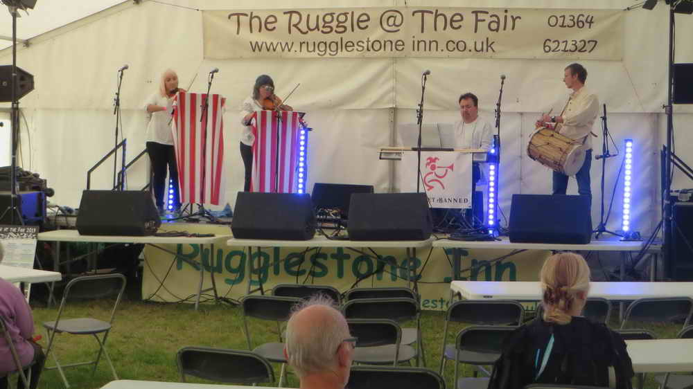 Banquet Banned, 10.00 in the beer tent, Medieval and Renaissance music