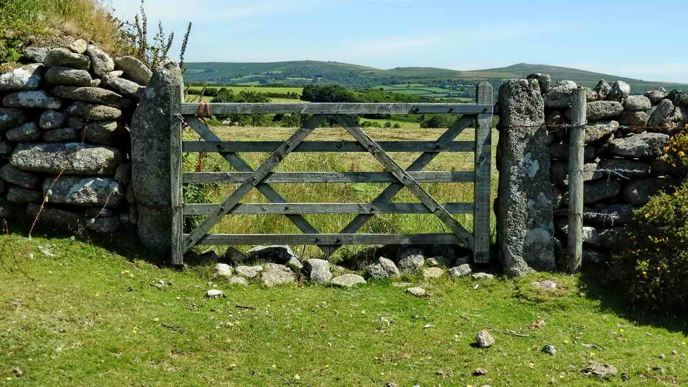 Gate beyond Mel Tor with a pair of slotted gateposts